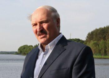 Лукашенко поймал в Припяти огромного сома