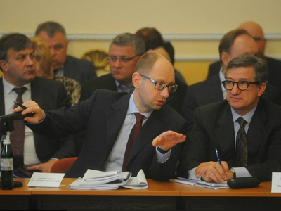 Яценюк прилетел в Донецк и сказал, что на всё согласен