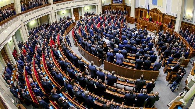 Депутаты более чем вдвое повысили себе зарплаты
