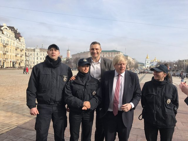 Глава МИД Британии Джонсон прогулялся по Киеву с Кличко