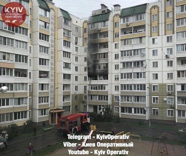 Под Киевом горит многоэтажный дом: фото и видео с места крупного пожара