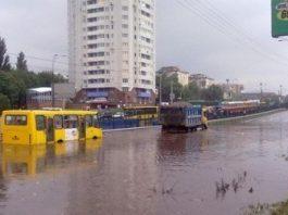 """""""А какие это годы?"""" Снимки масштабного потопа в Киеве вызвали резонанс в сети"""
