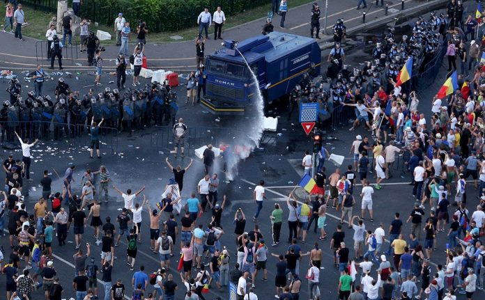 В Румынии при разгоне манифестации диаспоры пострадали более 400 человек