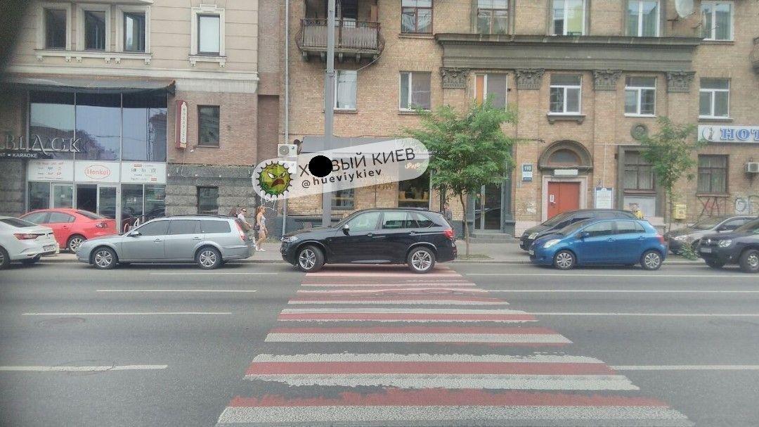 Король парковки: в сети показали фото очень наглого автохама в Киеве