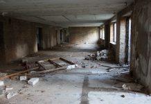 Здание уже много лет служило «ночлежкой» для бездомных