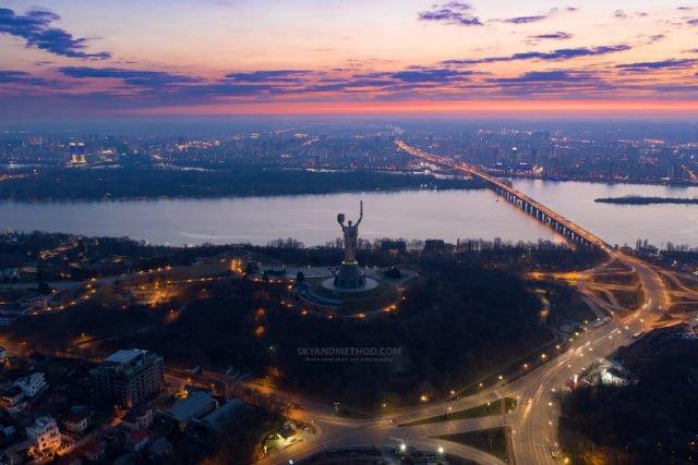 Рассвет в Киеве с высоты птичьего полета: появились невероятные снимки 1