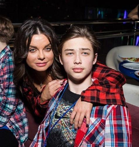 «Зачем позорить пацана?»: Наташа Королёва стала публично унижать 17-летнего сына
