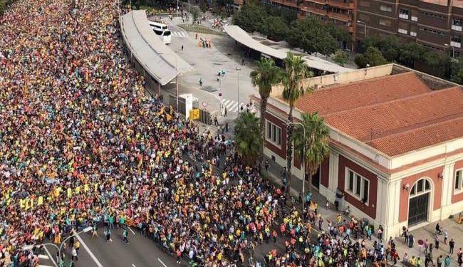 В Барселоне на акцию протеста вышли более полумиллиона человек