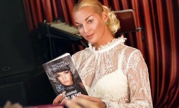 """Прозрачная"" Волочкова забылла про шпагат и присела на стакан. ВИДЕО 1"