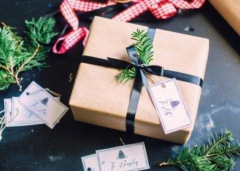 Пользователей сети удивил лайфхак с упаковкой подарков