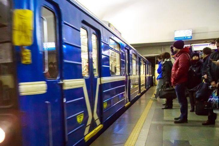 В Минске мужчина упал на рельсы в метро.