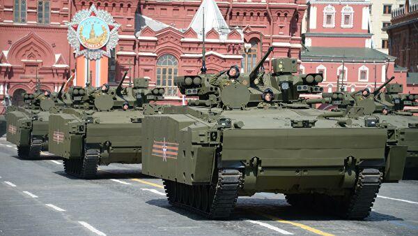 Боевая машина пехоты (БМП) на гусеничной платформе Курганец-25 во время военного парада в ознаменование 70-летия Победы в Великой Отечественной войне 1941-1945 годов