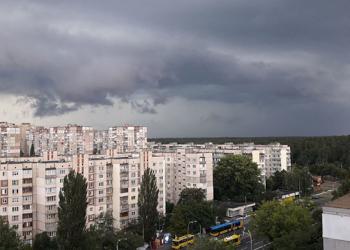 В Киеве после ливня на дороге затопило машины - УКРАИНСКАЯ ПРАВДА