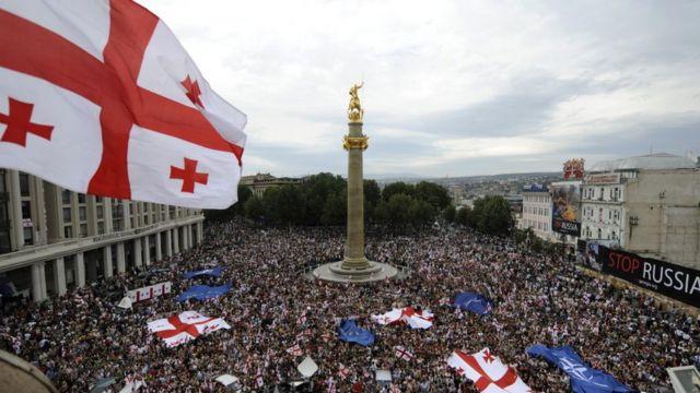 Акция протеста в Тбилиси 1 сентября 2008 года. Грузия пережила пятидневную войну с Россией в 2008 году и считает 20% своей территории оккупированными