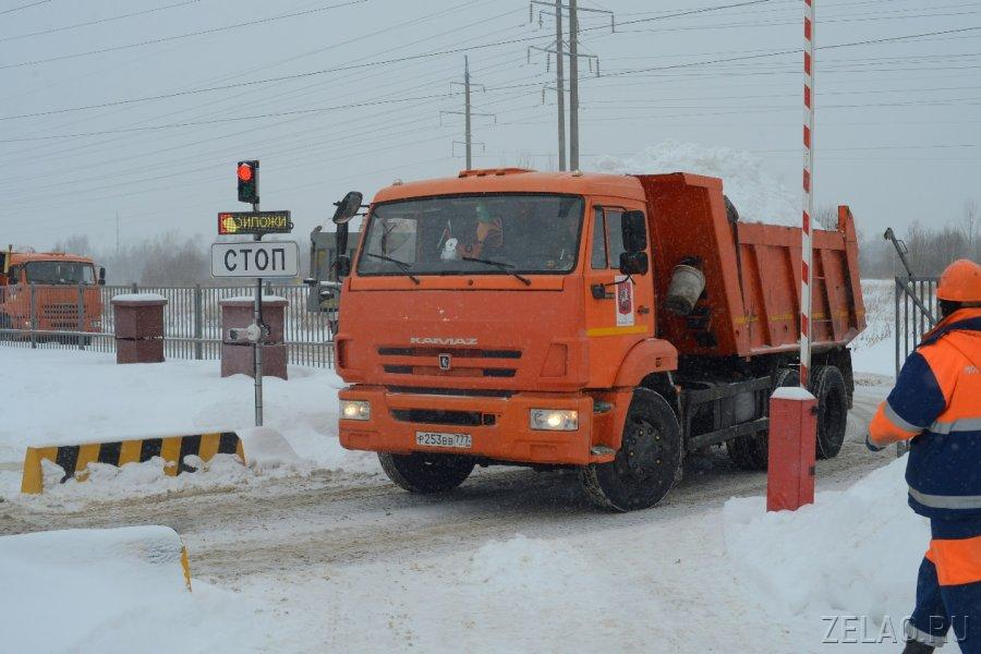 Уборке снега мешают машины.jpg