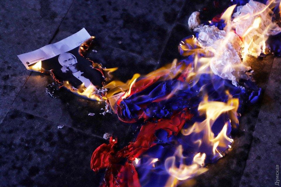 В Одессе сожгли российский флаг на пикете против концерта российской певицы 1